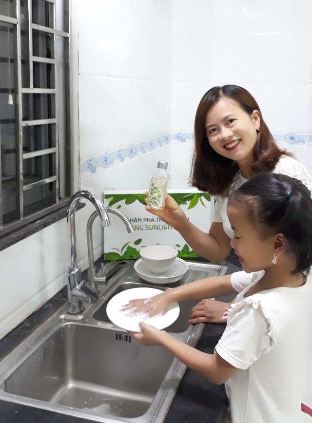 Mẹ Hồng Nương bên con gái.