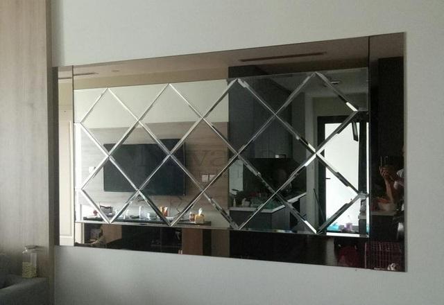 Đặt gương theo kích thước yêu cầu