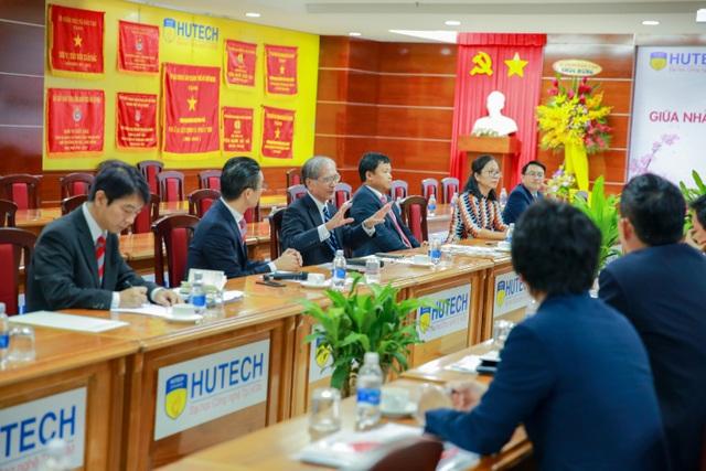 Lãnh đạo VJIT HUTECH giới thiệu với các doanh nghiệp về Chương trình đào tạo đại học Chuẩn Nhật Bản
