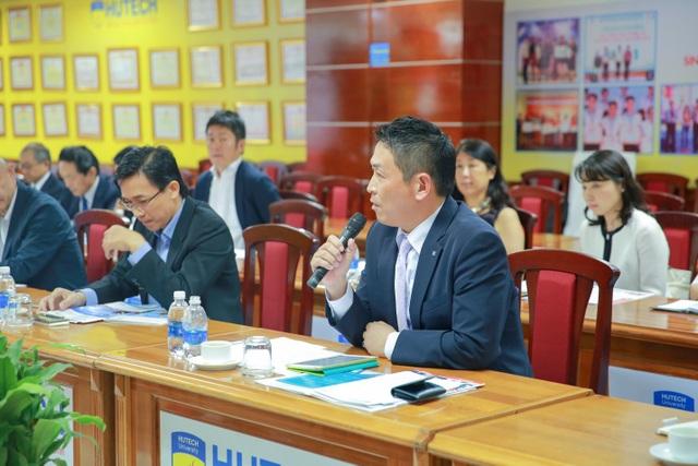 Ông Nakazaki Katsufumi – Tổng Giám đốc Công ty JESCO ASIA trao đổi cơ hội tuyển dụng sinh viên nhóm ngành công nghệ, kỹ thuật của VJIT HUTECH