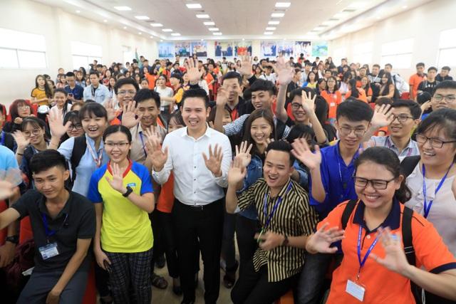 Câu chuyện về thất bại và thành công của ông Tam đã tạo cảm hứng lớn cho các bạn trẻ tham gia chương trình