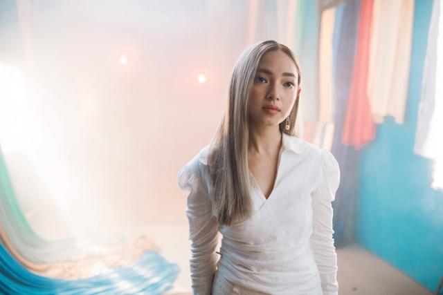 Châu Bùi góp mặt trong MV mới của Tóc Tiên, cùng ủng hộ lối sống của giới trẻ