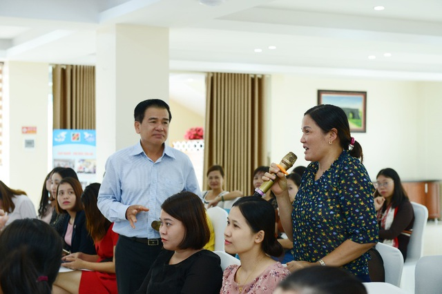 Các chị em phụ nữ có cơ hội trao đổi với các chuyên gia về bí quyết bán hàng trong sự kiện vừa diễn ra mới đây tại Thanh Hóa.