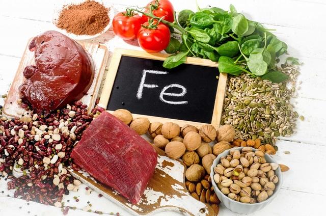 Bên cạnh thuốc điều trị, chế độ ăn giàu đạm, sắt, vitamin và khoáng chất có lợi là hết sức cần thiết cho bệnh nhân thiếu máu não.