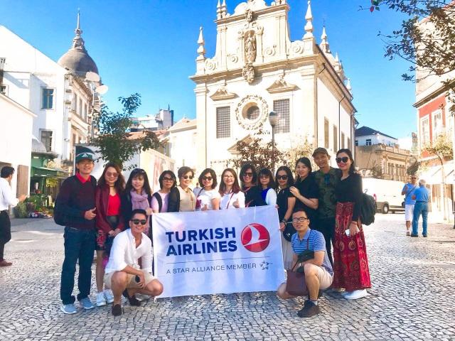 Đại diện của các đơn vị du lịch chuyên cung cấp tour tại Châu Âu cho người Việt
