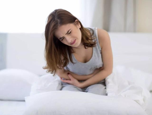Sau mổ sỏi mật, người bệnh vẫn có thể bị đau quặn mật.