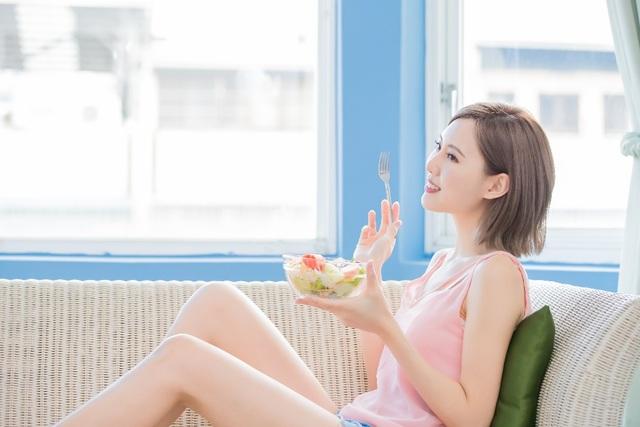 Chị em ngày nay rất chú ý đến chế độ ăn để tăng cường sức khoẻ cho da đầu, mái tóc