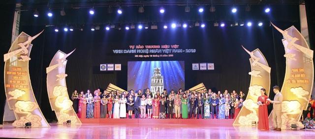 Toàn cảnh lễ trao giải Doanh nghiệp/ Doanh nhân tiêu biểu Đông Nam Á 2018.