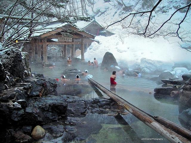 Tắm Onsen ở Hokkaido mùa đông vô cùng thú vị