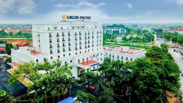 Khách sạn Sài Gòn - Phú Thọ đưa vào hoạt động tháng 9/2018, là một trong những cơ sở lưu trú lớn nhất tỉnh Phú Thọ.