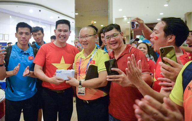 Chủ tịch Asanzo từng thưởng nóng 25000 USD cho Olympic Việt Nam tại Asiad vừa qua