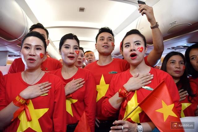 Trước trận chung kết, CĐV Việt Nam truyền tay nhau bí quyết cổ vũ truyền lửa cho đội tuyển - 5