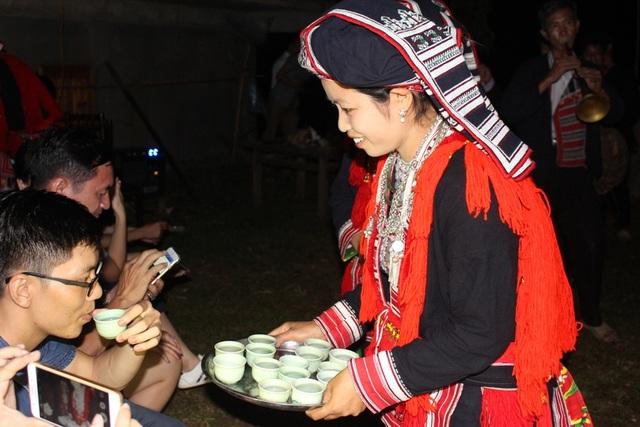 Các lễ hội, phong tục cũng là một trong những yếu tố thu hút khách du lịch.