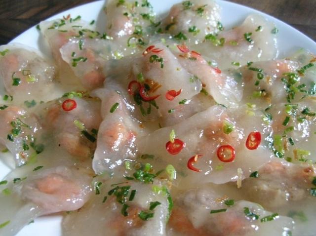 Bánh bèo Hà Tĩnh hấp dẫn từ bên ngoài tới hương vị.