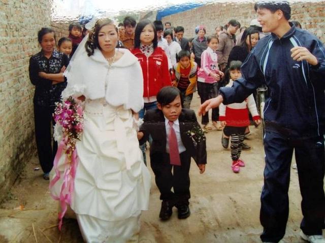 Đám cưới anh Thu – chị Mai nhận được sự chúc phúc từ nhiều người.