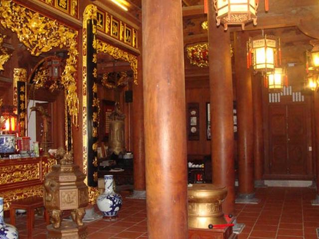 Bên trong căn nhà gỗ dát vàng của đai gia Nguyễn Đức Lượng.