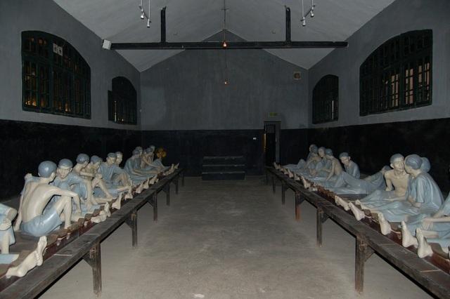 Nhà tù Hỏa Lò nằm trên phố Hoả Lò, quận Hoàn Kiếm, Hà Nội. (Ảnh: duli)