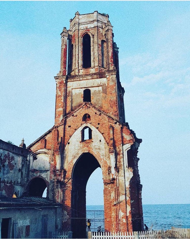 Vẻ hoang tàn của nhà thờ. (Ảnh: hefang_ruan)