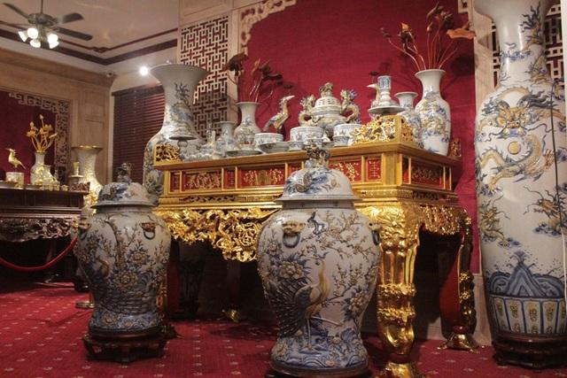 Với ý nghĩa đem lại sự hưng khởi – thịnh vượng, bộ sưu tập Hưng Thịnh là tác phẩm sử dụng dòng men rạn cổ được phục chế từ thế kỷ 16. Bộ gốm này có cặp lộc bình cũng được cấp bằng xác lập kỷ lục gốm men rạn cổ cao nhất Việt Nam (với chiều cao 2m2).