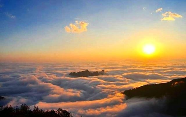 Dawn on the top of Salt Mountain.  (Photo: lylyvii)
