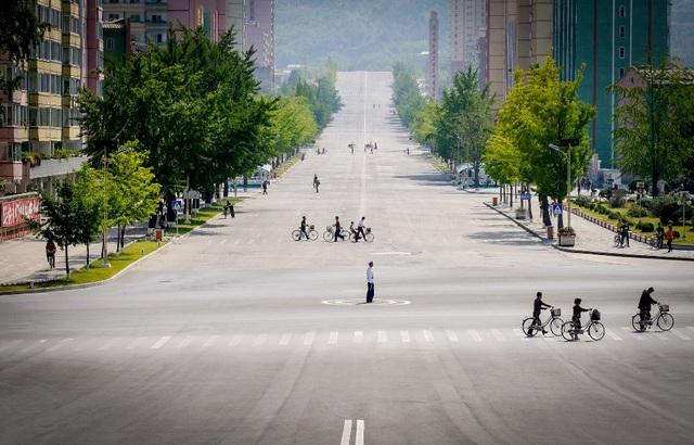 Đường phố Triều Tiên rộng thênh thang với phương tiện chủ yếu là xe đạp.