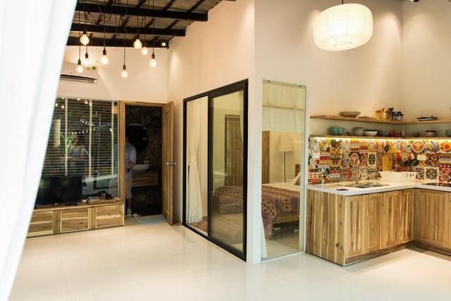 Với tổng diện tích 30m2, căn nhà vẫn có đầy đủ phòng khách, bếp, phòng ngủ, phòng tắm,… tất cả đều nhỏ nhắn, hài hòa và thoải mái để sử dụng.