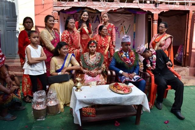 Đăng Khoa từng được ăn đám cưới Nepal ở Bandipur.