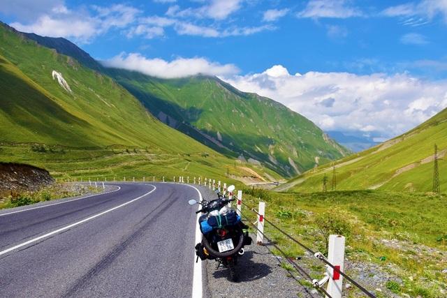 Vùng núi Caucasus tuyệt đẹp ở biên giới Georgia giáp nước Nga.