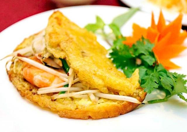 Ai đã ăn bánh khoái sẽ không quên được vị bùi của đậu phộng và chất thịt thơm tự nhiên.