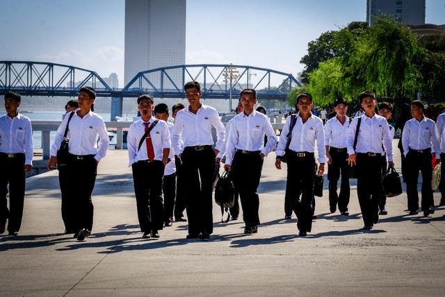 Dạo bước trên sông Đại Đồng.