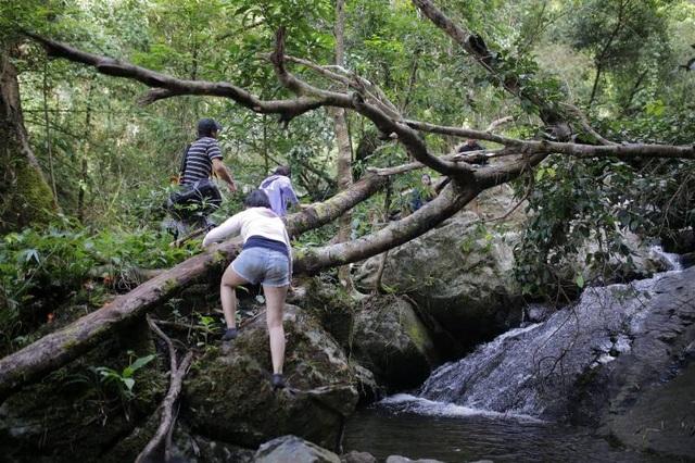 Nghẹt thở chinh phục thác 7 tầng ở Lâm Đồng - 4