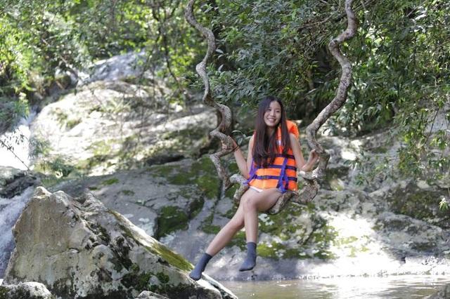 Phong cảnh thiên nhiên thơ mộng làm say lòng du khách.