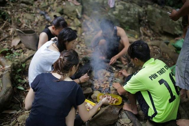 Nghẹt thở chinh phục thác 7 tầng ở Lâm Đồng - 11
