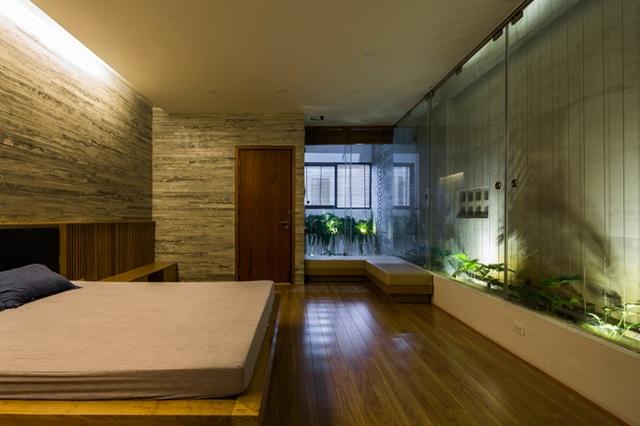 Phòng ngủ ngập tràn cây xanh, tạo cảm giác dễ chịu cho chủ nhân