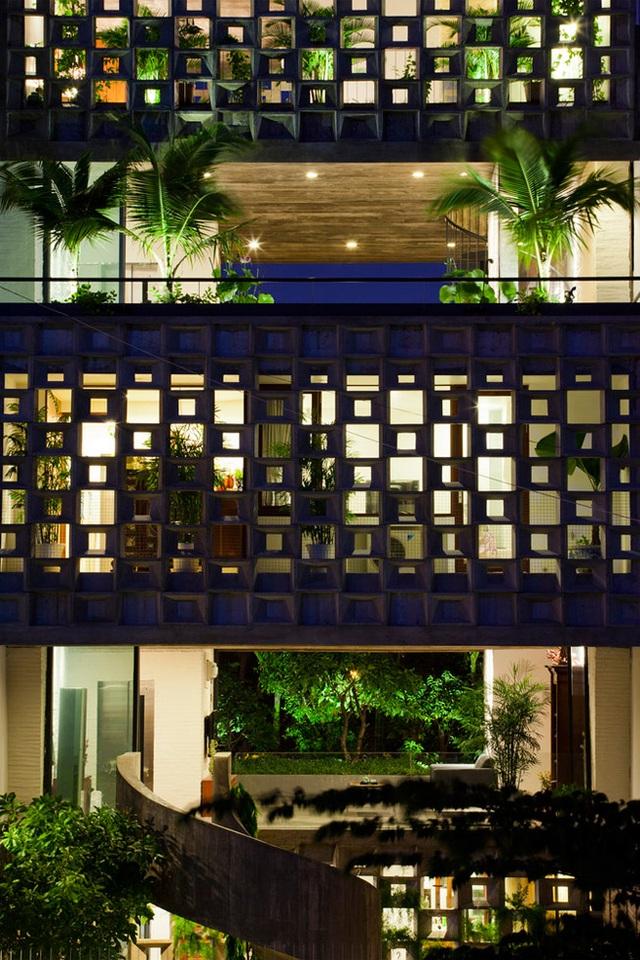 Yêu cầu của chủ nhà là thiết kế một ngôi nhà tránh được tiếng ồn, bụi bặm, gần gũi với thiên nhiên, tận dụng được ánh sáng tự nhiên và khí trời