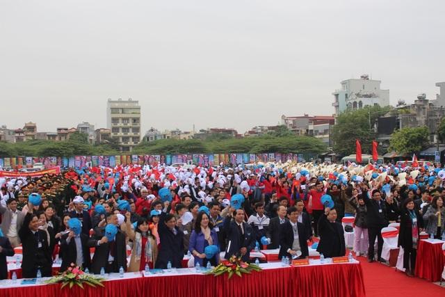 Toàn dân cam kết chung tay đẩy lùi đại dịch HIV/AIDS.