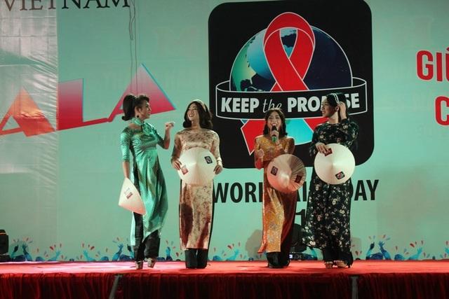 Với Tú Anh, được trình diễn trên sân khấu là một niềm hạnh phúc.