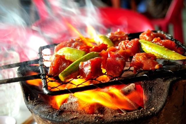 Thịt bò nướng cũng là một trong những đặc sản của Nha Trang.