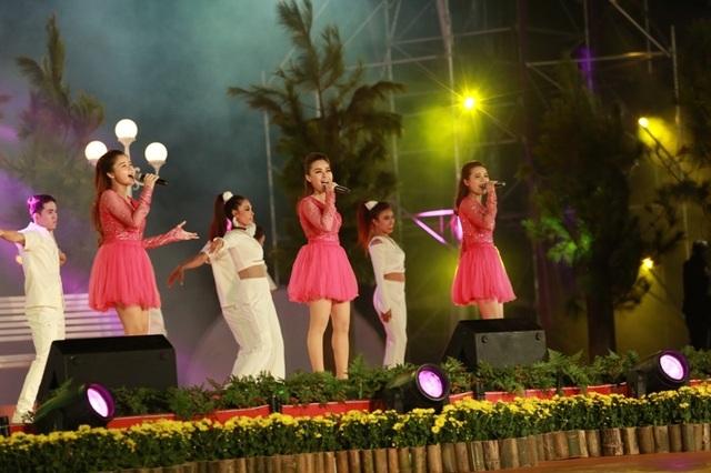 Các ca sĩ đem đến nhiều tiết mục ấn tượng.