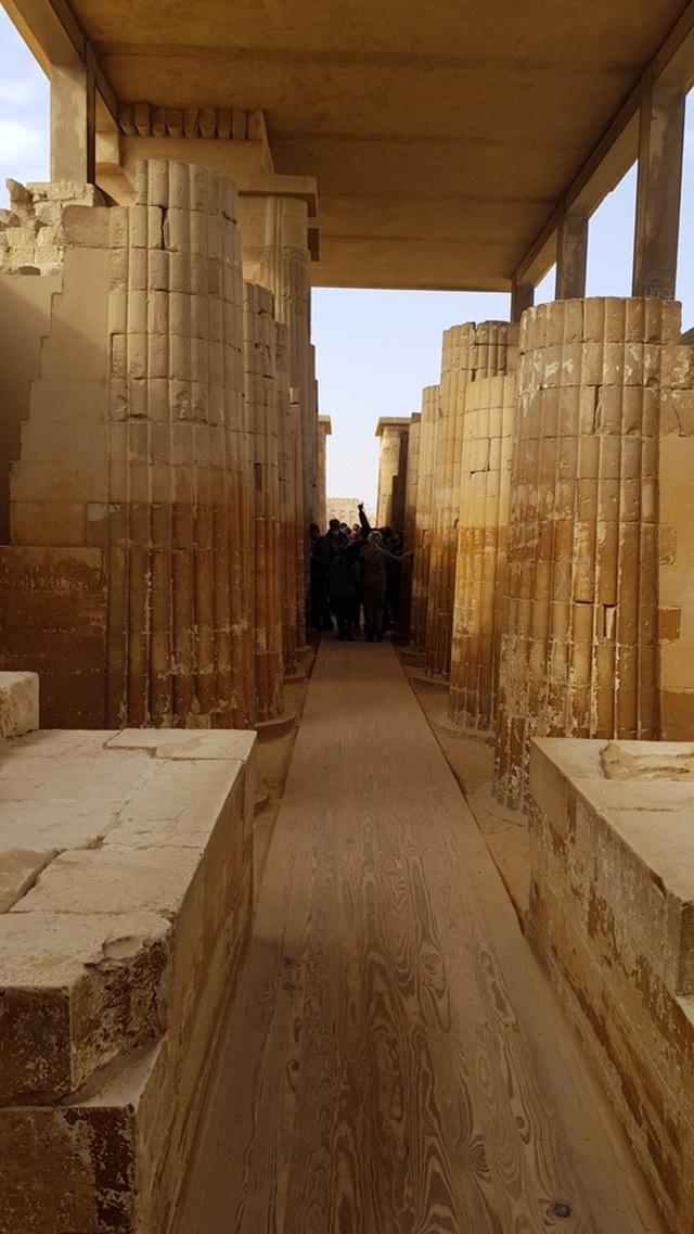 Với nhiều di tích cho thấy hẹ thống cung điện 5500 năm trước hết sức tráng lệ