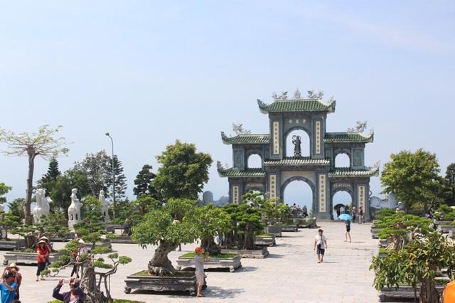 Khung cảnh chùa Linh Ứng ở Đà Nẵng. (Ảnh: H.N)