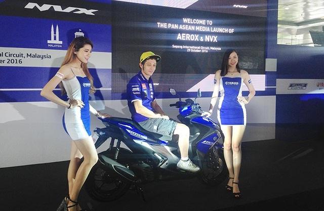 Valentino Rossi làm người mẫu cho chiếc xe mới ra của Yamaha - chiếc NVX