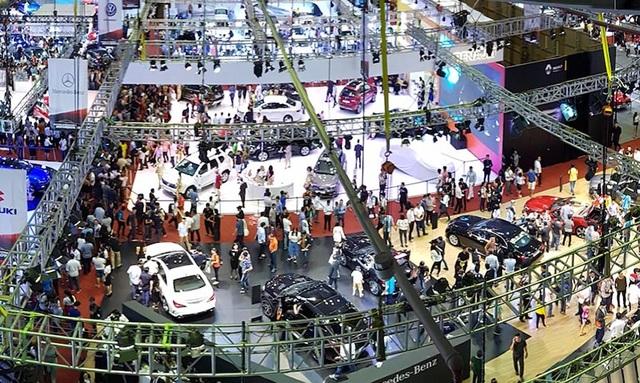 Triển lãm quốc tế của các thương hiệu nhập khẩu xe chính thức Vietnam International Motorshow 2016 thu hút được sẹ quan tâm của người tiêu dùng