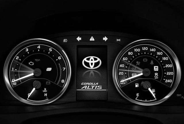 Toyota ra mắt phiên bản nâng cấp mới cho Altis - 6