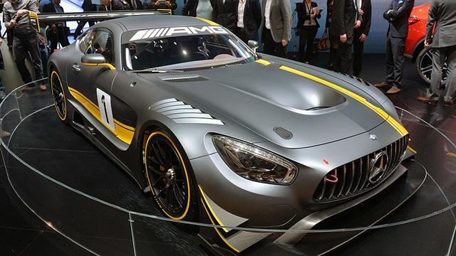 Hiện mẫu AMG GT3 có giá bán khởi điểm khoảng 175.000 USD.