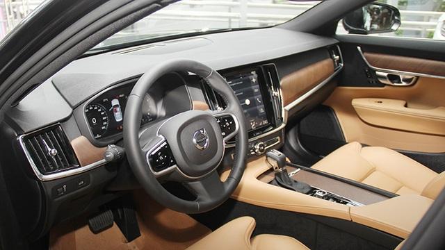 Toyota giảm giá Camry, Mitsubishi đưa Pajero Sport mới về Việt Nam - 5