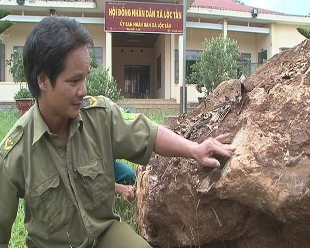 Theo những người chơi đá quý ở Lâm Đồng thì tảng đá nguyên khối trên là đá Canxedon có giá trị lên đến hàng tỷ đồng