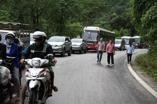 Vụ tai nạn khiến giao thông tê liệt, gây ách tắt giao thông nhiều giờ liền