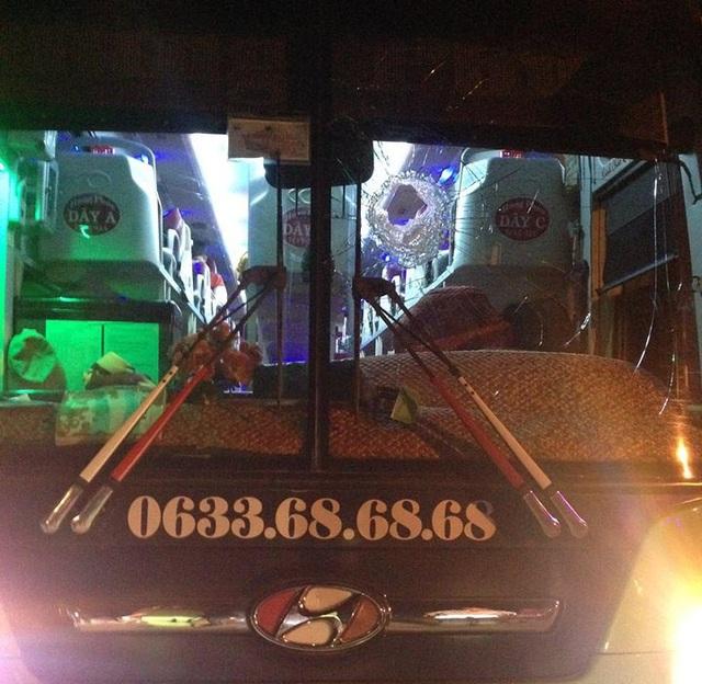 Nhiều xe khách bị ném đá làm bể kính vào rạng sáng 25/11 trên Quốc lộ 20