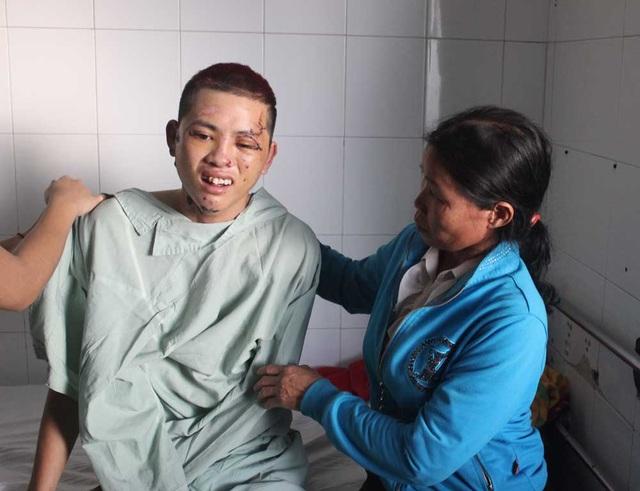 Cháu Nông Văn Tâm (con trai thứ 2 của chị Hương) bị chấn thương nặng vùng mặt, được đề nghị chuyển xuống bệnh viện TPHCM điều trị nhưng tài sản gia đình đã khánh kiệt nên đành đưa về nhà chăm sóc